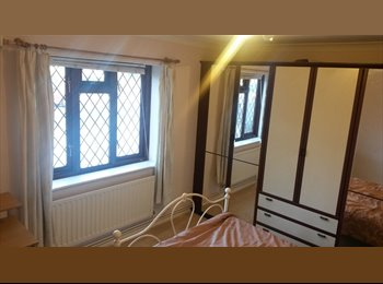 EasyRoommate UK - A bright lovely double bedroom, Heath Park - £500 pcm