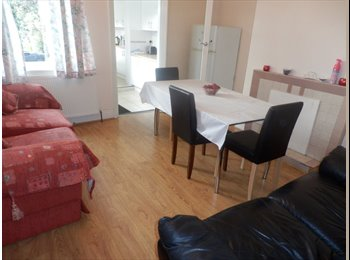 EasyRoommate UK - Double  bedroom  City Centre  Bills included, Lowfield - £350 pcm