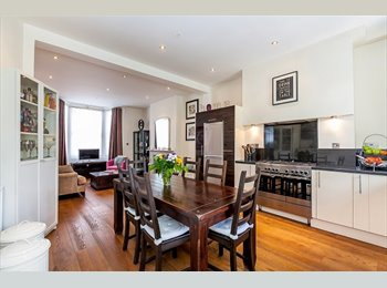 EasyRoommate UK - Great top floor suite available in Notting Hill, Notting Hill - £1,600 pcm