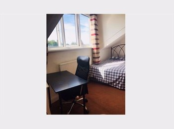 EasyRoommate UK - Large shared House nice area of Leeds, Crossgates - £325 pcm