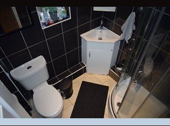 EasyRoommate UK - Professional Room in Walsall***NO DEPOSITS, Willenhall - £310 pcm