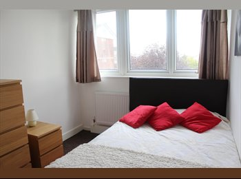 EasyRoommate UK - Spacious Double Room in Bromley, Bromley - £500 pcm