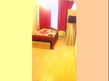 EasyRoommate UK - Spacious Bright Double Bedroom  , Woolwich - £550 pcm