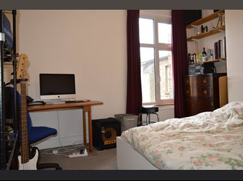 EasyRoommate UK - Spacious Furnished Double Room, Harlesden - £650 pcm