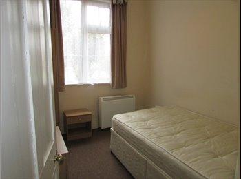 EasyRoommate UK - Room in Cosy Bungalow, Rugby - £500 pcm