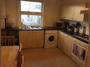 EasyRoommate UK - Double Room available secs from Clapham Junction station, Battersea - £725 pcm