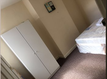 EasyRoommate UK - Students or Working Professionals Welcome! , Openshaw - £350 pcm