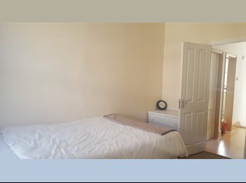 EasyRoommate UK - West norwood, 1 double in a 3b flat wifi and clean,  avail now, West Norwood - £565 pcm