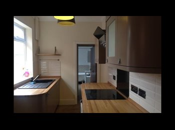 EasyRoommate UK - Two lovely double rooms, Stockland Green - £325 pcm