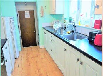 EasyRoommate UK - Double room houseshare, Chatham - £340 pcm