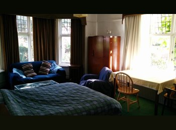 EasyRoommate UK - 4 Person Gd Floor FlatShare (Mixed) in Portswood/Highfield, Portswood - £395 pcm