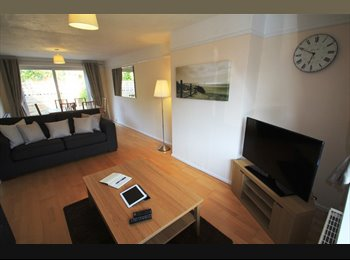 EasyRoommate UK - Beautiful all-inclusive double room in a professional, friendly house., Purley On Thames - £625 pcm