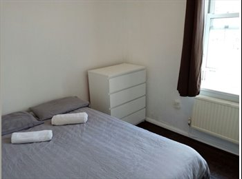 EasyRoommate UK - Lovely Small Double Room - Shoreditch/Bethnal, Bethnal Green - £715 pcm