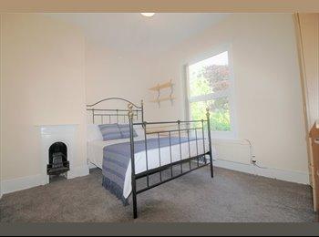 EasyRoommate UK - FANTASTIC DOUBLE ROOM IN HEART OF EARLSDON, Earlsdon - £420 pcm