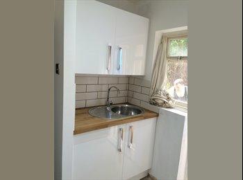 EasyRoommate UK - High Barnet newly renovated ground floor garden flat conversion., Monken Hadley - £850 pcm