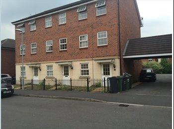 EasyRoommate UK - Lovely home in desirable location - near uni (en suite), Loughborough - £400 pcm