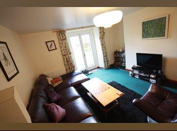 EasyRoommate UK - Garden Flat, ideal (Montpellier) location, Cheltenham - £698 pcm