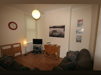 EasyRoommate UK - Fantastic 4 bedroom house share with 2 bathrooms, Kensington - £390 pcm