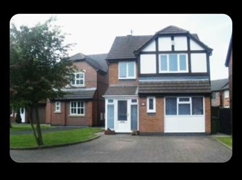EasyRoommate UK - Lovely 4 Bedroom Detatched Home in Aintree by the Racecourse, Orrell Park - £500 pcm