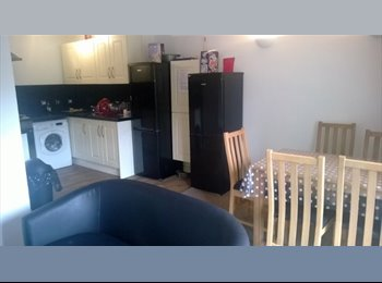 EasyRoommate UK - West Bromwich double 390, all bills incl clean and internet incl, B71 3NN, Hamstead - £390 pcm