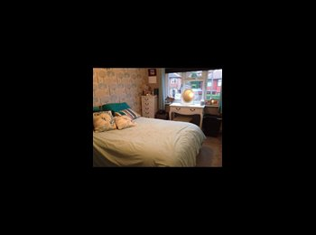 EasyRoommate UK - Great professional house! £450 a month inc all bills, Meanwood - £450 pcm