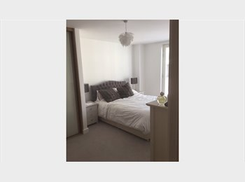EasyRoommate UK - Large room with bathroom - premium accommodation , Bath - £800 pcm