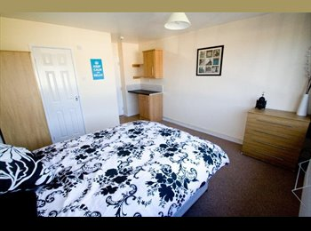 EasyRoommate UK - Great Room,1 min from Romford Station -no deposit!, Romford - £635 pcm