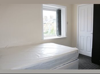 EasyRoommate UK - En Suite Room available next to Lister Park, Manningham - £340 pcm