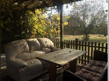 EasyRoommate UK - Spacious Self Contained Room in High Barnet. Ideal for a COUPLE., Monken Hadley - £1,000 pcm
