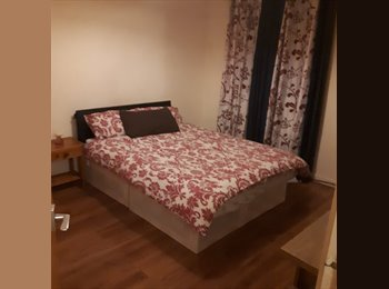 EasyRoommate UK - Available double room to rent, Chigwell - £500 pcm