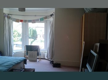 EasyRoommate UK - Large double room in house share with 2 females, Watford - £550 pcm