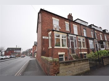 EasyRoommate UK - Seaforth avenue- Rent a room from £300, Halton - £320 pcm
