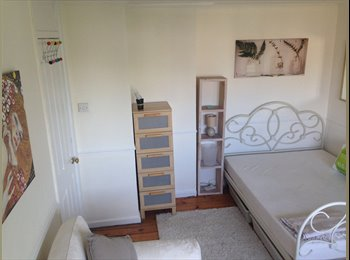 EasyRoommate UK - Double room Spacious, airy and well furnished, West Ham - £650 pcm