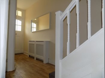 EasyRoommate UK - Within walking distance  Heart of Enfield Town, Grange Park - £650 pcm