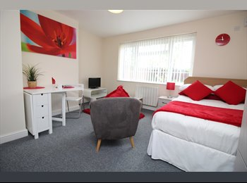 EasyRoommate UK - **WIFI & WATER INCLUDED**SPACIOUS STUDIOS TO LET IN CASTLEFORD TOWN CENTRE**, Castleford - £390 pcm