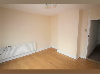 EasyRoommate UK - Five double room house share *Available July 2017*, Maidstone - £400 pcm