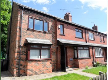 EasyRoommate UK - Double Bedrooms In Semi Detached House Next to Headingley Train Station *INC BILLS*, Kirkstall - £400 pcm