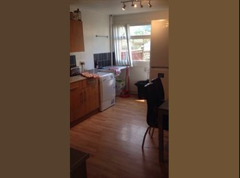 EasyRoommate UK - 2 doubles room available in Smethwick, Smethwick - £360 pcm