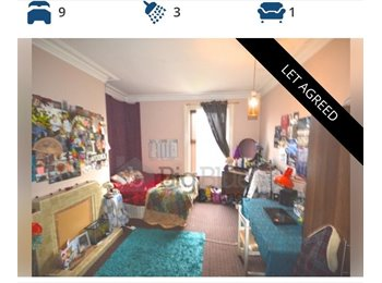 EasyRoommate UK - Rooms need filling in our 9 bed house, Hyde Park - £380 pcm
