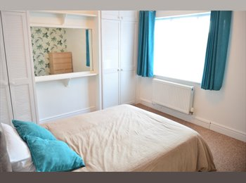 EasyRoommate UK - Double Room, Swindon - £480 pcm