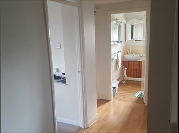 EasyRoommate UK - Room available in 2 bedroom flat in Surbiton, Surbiton - £700 pcm