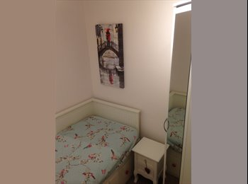 EasyRoommate UK - Cosy Single room in pleasant house, Bourne End - £450 pcm