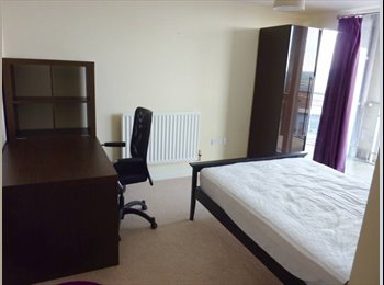 EasyRoommate UK - Comfy double bedroom near Mailbox, Highgate - £565 pcm