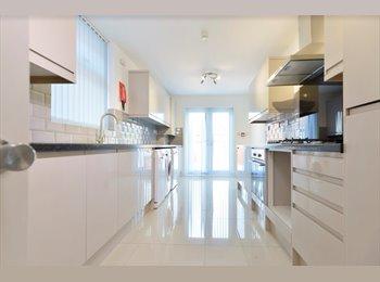 EasyRoommate UK - Brand new en suite room in shared house., Earlsdon - £550 pcm