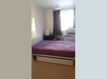 EasyRoommate UK - Convenient Town Centre Flat, Basingstoke - £650 pcm