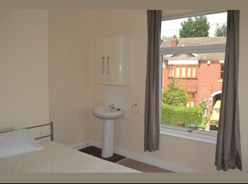 EasyRoommate UK - Newly refurbished double rooms with sink in each room, Park Dale - £368 pcm