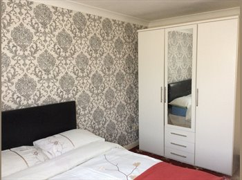 EasyRoommate UK - DOUBLE BEDROOM TO RENT ; ALL BILLS INCLUDED AND PARKINGS AVAILABLE, Maidstone - £425 pcm