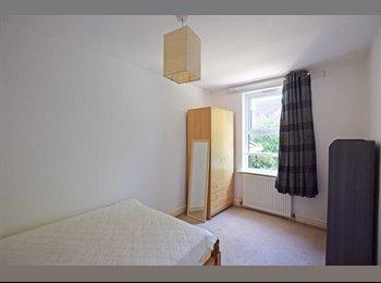 EasyRoommate UK - !HUGE SINGLE ROOM only 1 minutes from LEYTON station, Stratford - £400 pcm