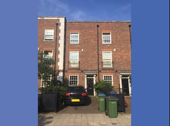 EasyRoommate UK - Double Room in town-house share on Royal Arsenal, Woolwich - £550 pcm