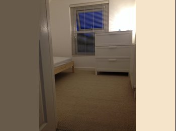EasyRoommate UK - furnished single room, Clay Hill - £350 pcm
